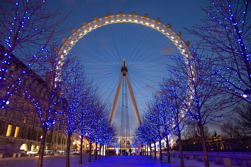 800px-London_Eye_Twilight_April_2006.jpg